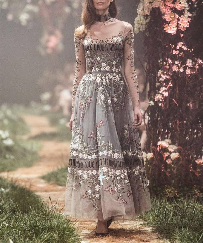 刺繍のパーティードレス_結婚式