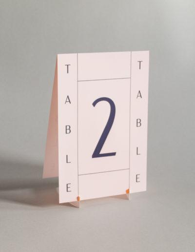 結婚式のテーブルナンバー_ミニマルでおしゃれなデザイン_ピンク
